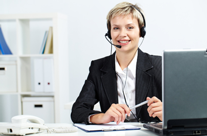 Receptionist-with-laptop-410